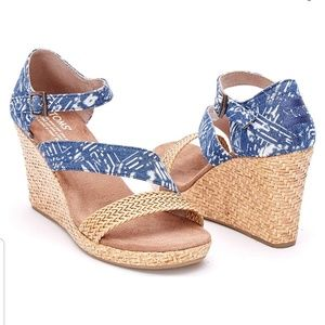 New Tom's Batic Blue Clarissa Wedges size 9.5